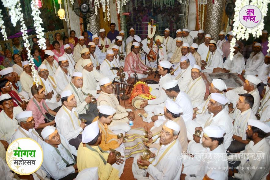Dagdusheth-Ganpati-Mogra-Festival-08-2014