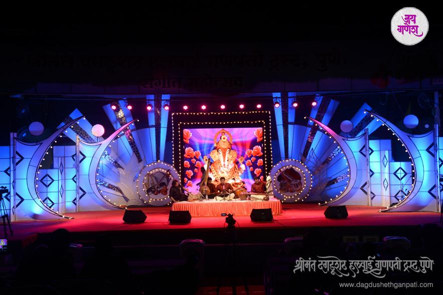Dagdusheth-Ganpati-Music-Festival-2015-01
