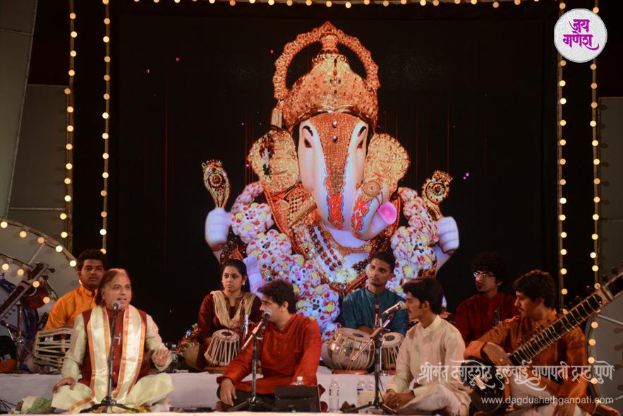 Dagdusheth-Ganpati-Music-Festival-2015-03