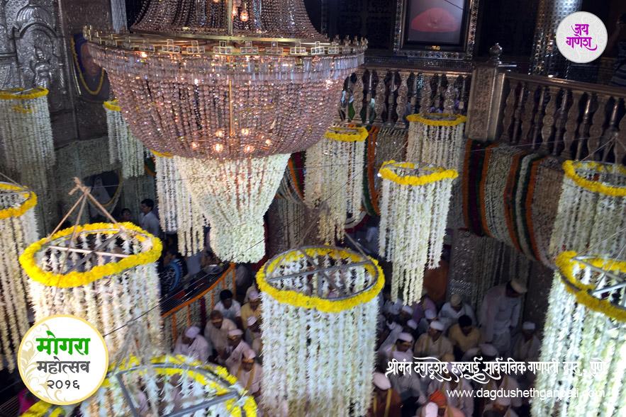 Dagdusheth_Ganpati_Mogra_Festival_2016_image26