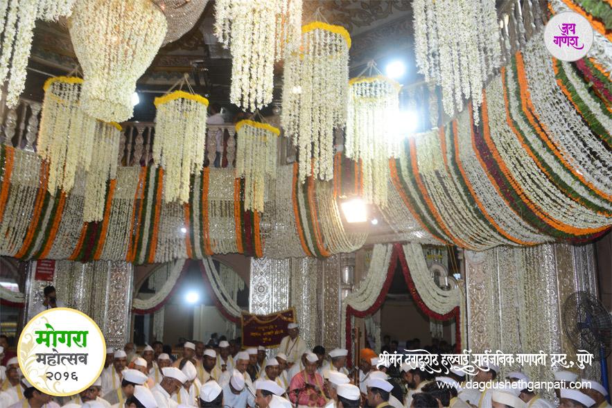 Dagdusheth_Ganpati_Mogra_Festival_2016_image21